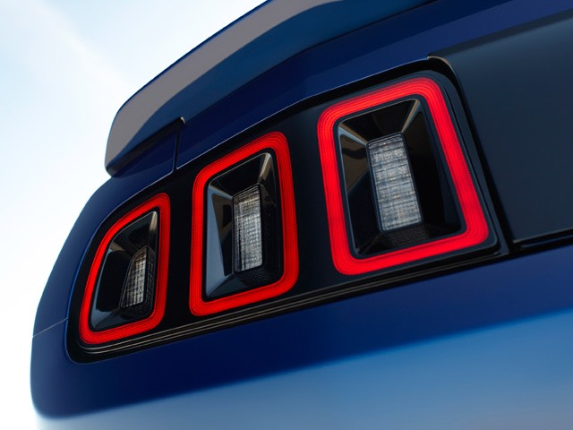 2013-ford-mustang-new-taillights-off